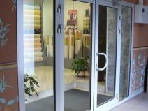 входные распашные алюминиевые двери