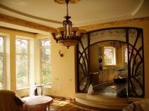 красивый арочный проем в гостиной