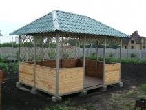 Квадратная беседка садовая с деревянными вставками