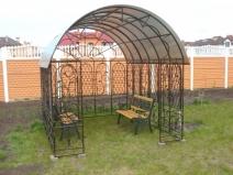 Садовая беседка из металла и поликарбоната