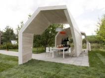 Дизайнерская беседка из дерева для сада