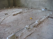 заливка бетонной стяжки по маякам