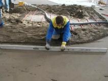разравнивание цементной стяжки