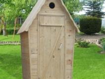 Деревянный туалет на дачном участке