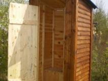 Деревянный дачный туалет: классический вариант