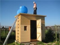 Строительство дачного туалета с душем