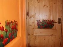 Цветы могут быть не только на двери!