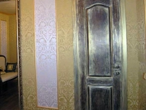 """Дверь """"состарили"""" при помощи декупажа"""