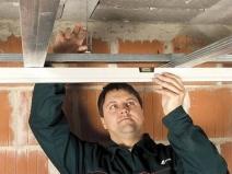 Монтаж шин подвесного потолка