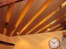 Монтаж реечного подвесного потолка