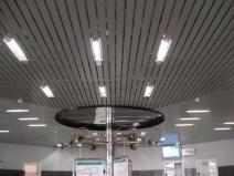 Реечный потолок на кухне фото