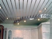 Реечный потолок в зале
