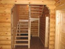 Очень легкая классическая деревянная лестница