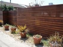 поперечный деревянный забор