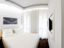 Маленькая спальня: светлые тона увеличивают зрительно помещение