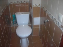 Красивый дизайн маленького туалета