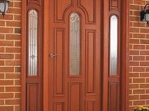 двери из натурального дерева для коттеджа