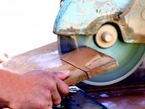 Как резать плитку электро плиткорезом