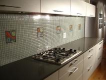 Рабочая зона на кухне: оформление плиткой