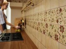 Фартук для кухни с узором: длинная рабочая зона