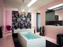 розовый кафель для ванной с цветочным принтом