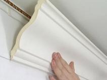 Установка потолочных плинтусов своими руками