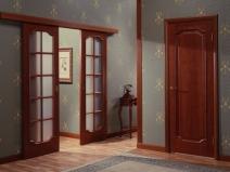 Дверной проем и двери на шарнирах