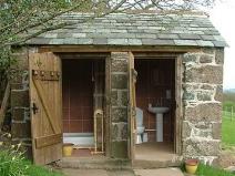 Дачный туалет из камня: санузел и ванная