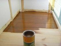 Лакированный деревянный балконный пол