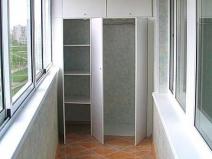 Стильный шкаф-купе для лоджии