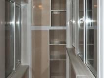 Шкаф-купе для лоджии с раздвижными дверцами