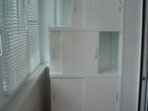 Многоэтажный шкаф для лоджии