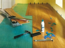 Необходимый инструмент при укладке ламината