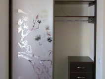 Небольшая гардеробная с использованием японских мотивов