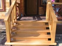 дизайн деревянного крыльца у дома