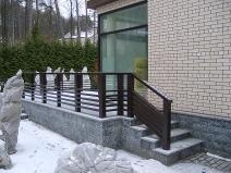 бетонное крыльцо загородного дома