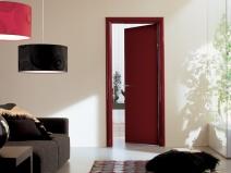дверь ламинированная в интерьере гостиной