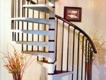 Металлические винтовые лестницы для дачи