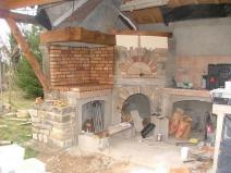 Летняя кухня: строительство в самом разгаре