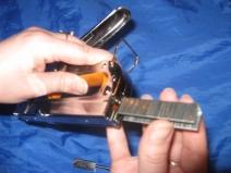 Как зарядить степлер мебельный