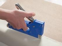 Удобный механический степлер