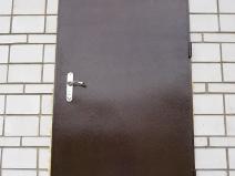 простая железная дверь