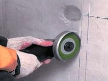 Штробление стен для монтажа проводки