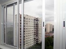 Алюминиевый застекленный балкон изнутри