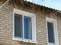 Пластикоые наличники на окнах, наружная отделка