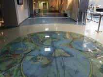 Наливной пол 3д дизайн с уклоном в географию