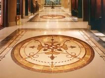 круговой орнамент из напольной плитки