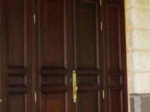 наружные двухстворчатые деревянные двери