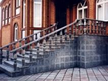 Каменная классическая лестница
