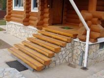 Еще один вариант деревянной лестницы